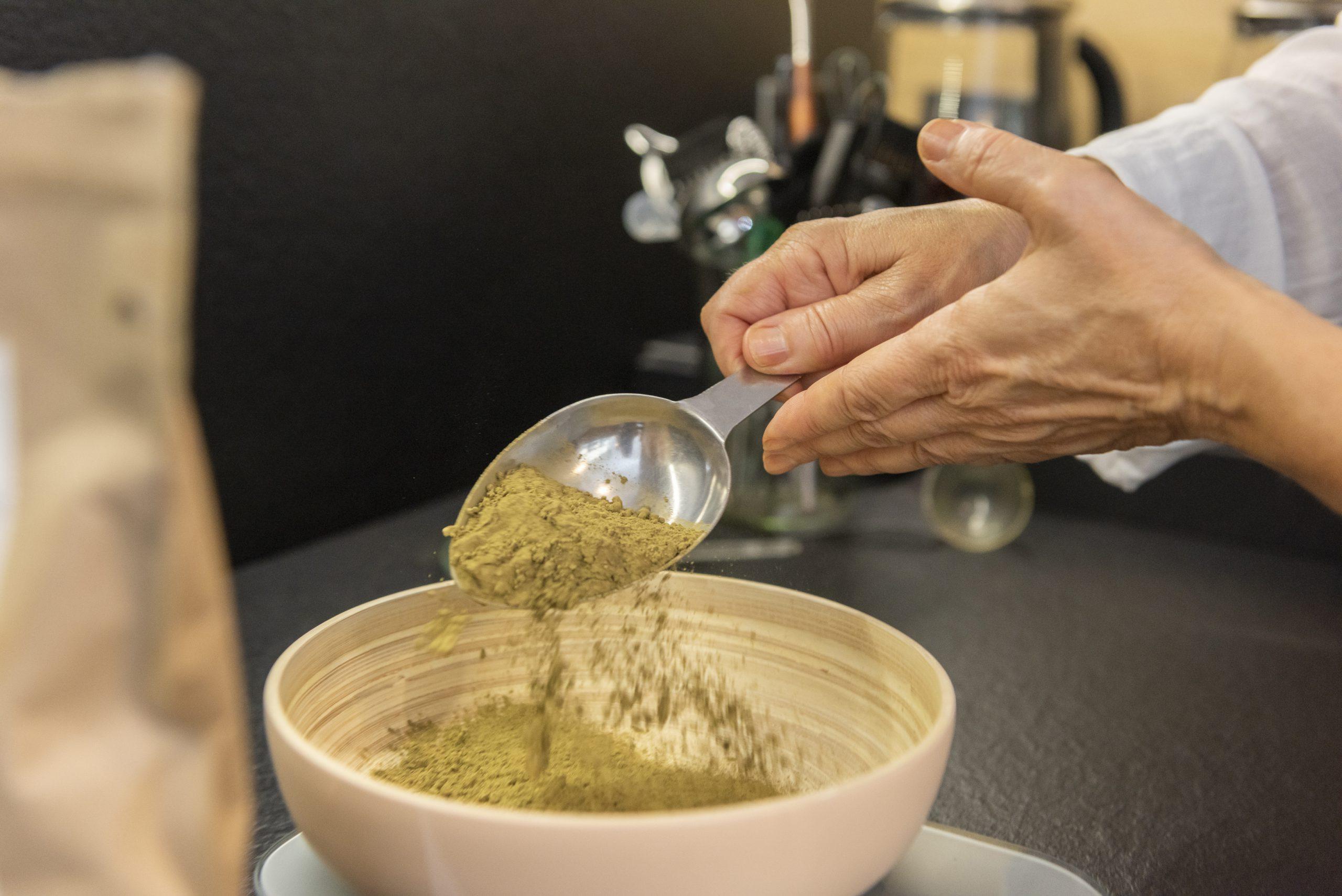 Préparation d'une teinture naturelle 100% végétale
